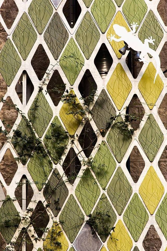Che chắn cho bề mặt tường để chống thấm hiệu quả