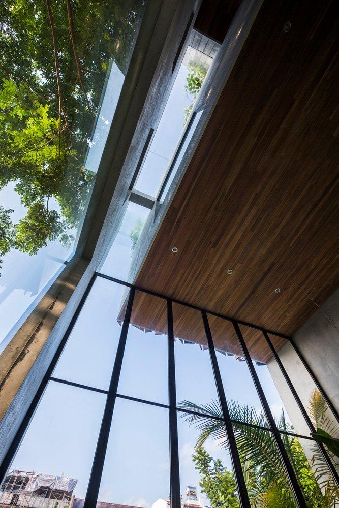 Mái che mở ra giới thiệu một không gian sống cao 5 mét