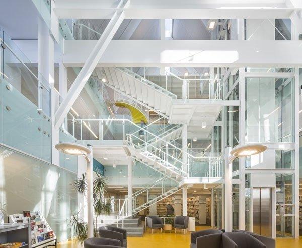 Thư viện công cộng Monique Corriveau ở Canada