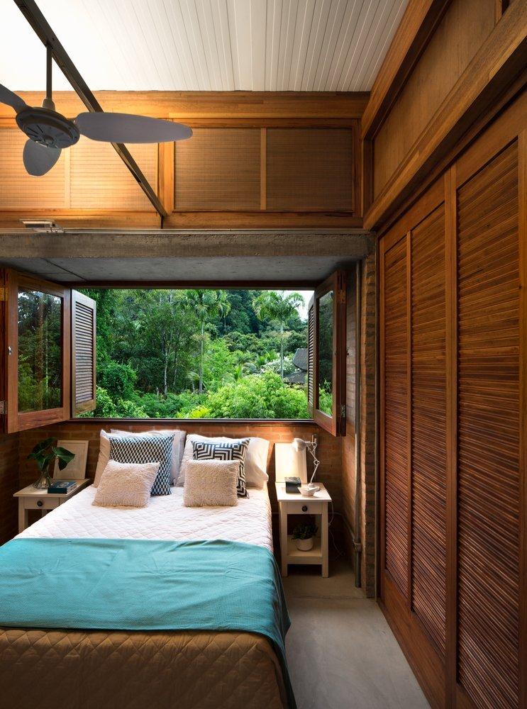 Từ các phòng ngủ có thể ngắm được cảnh quan rừng xanh thoáng mát
