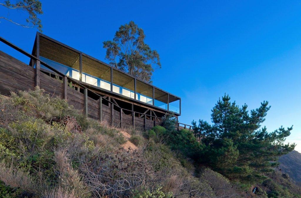 Vị trí của ngôi nhà nằm trên một bờ biển vách đá