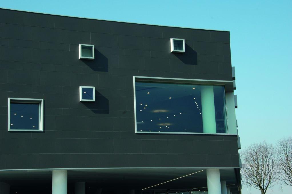 Gạch ốp lát chất lượng cao được sử dụng cho tòa nhà