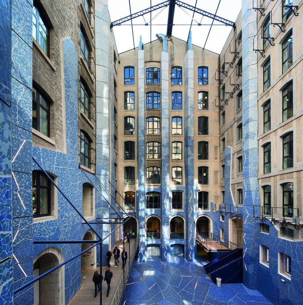 Gạch xanh được sử dụng tạo nên không gian xanh