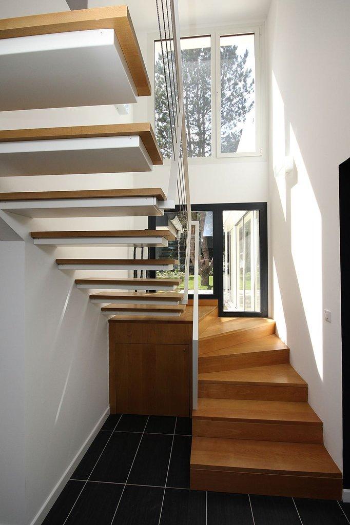Cầu thang được sử dụng gạch vân gỗ