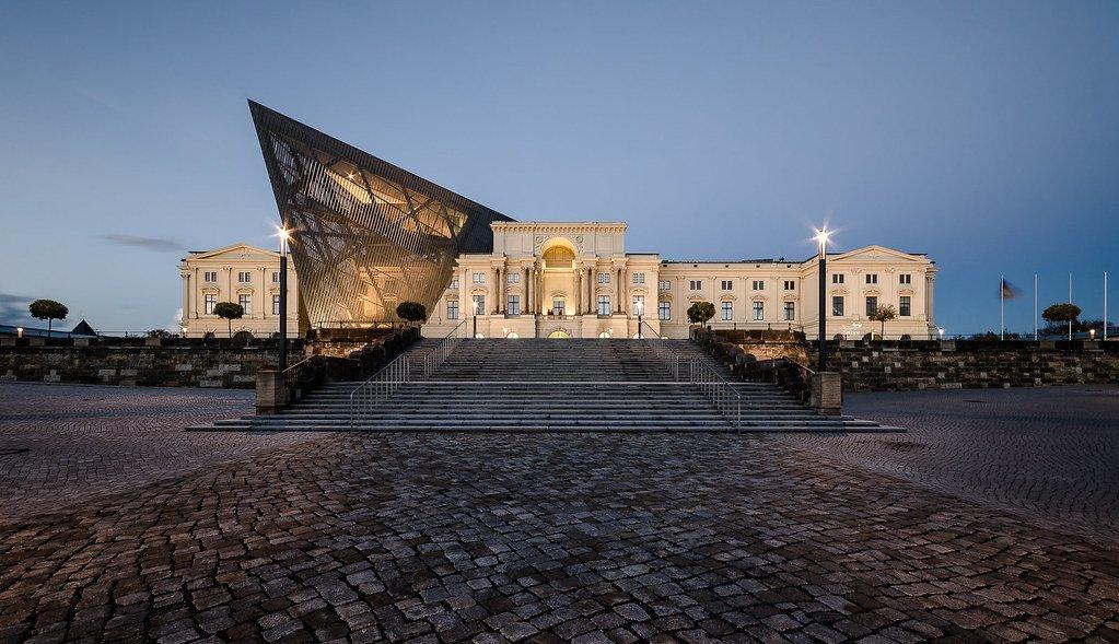 Bảo tàng Lịch sử Quân sự Bundeswehr mới là một biểu tượng cho sự hồi sinh của Dresden từ đống tro tàn của nó