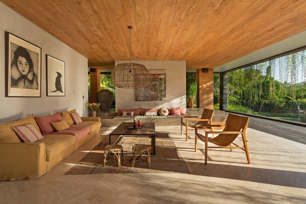 Bên trong nội thất được thiết kế theo kiến trúc truyền thống của người Bali