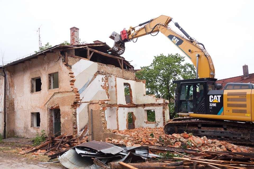 Biện pháp thi công phá dỡ tường gạch phải đảm bảo an toàn