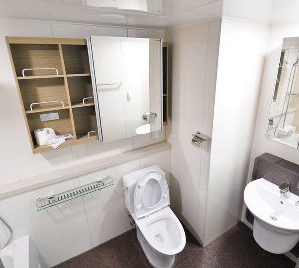 Chọn chất liệu gạch ốp lát cho phòng tắm