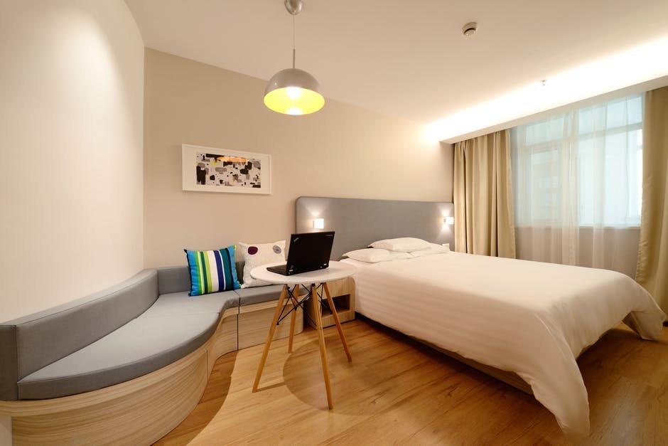 Chọn gạch lát nền cho phòng ngủ không gây hoa mắt