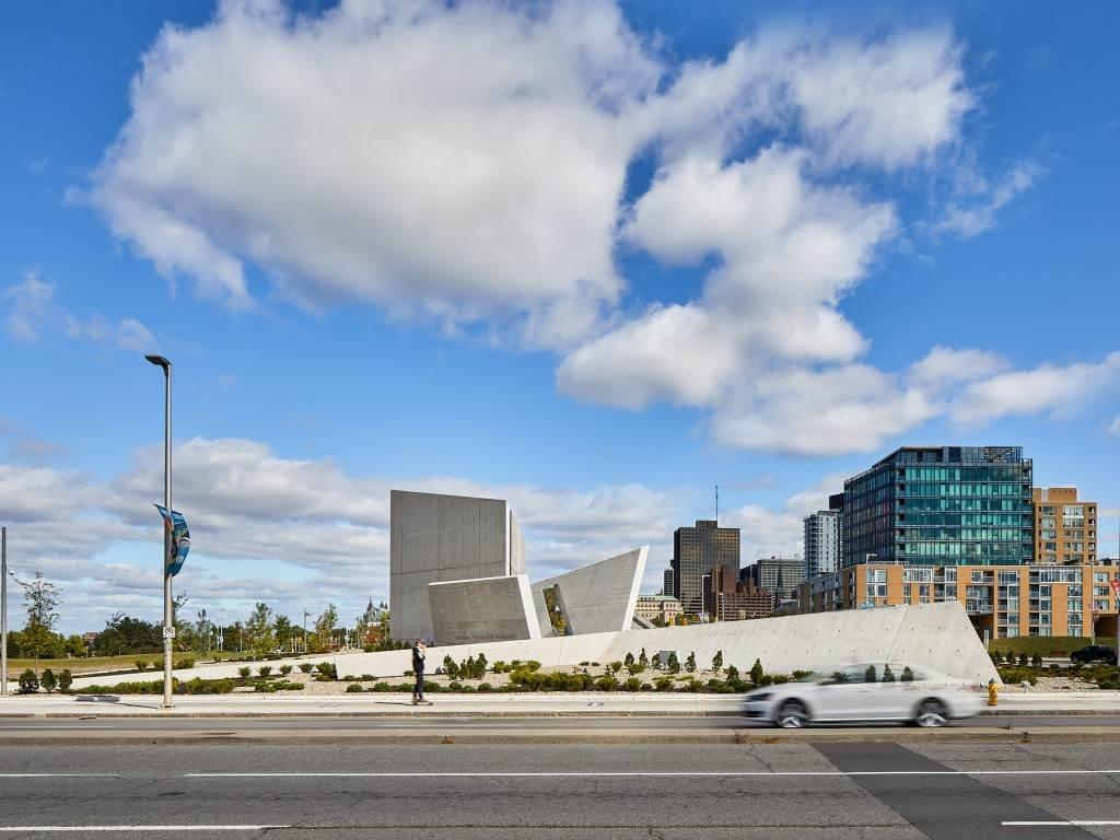 Dự án thiết kế đài tưởng niệm quốc gia Holocaust của Daniel Libeskind