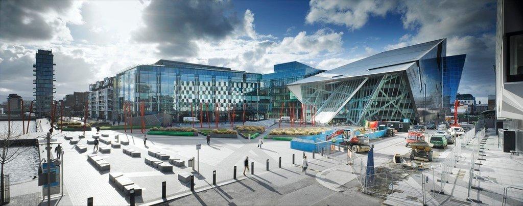 Nhà hát được tích hợp vào cấu trúc phát triển thương mại cùng hai khối tòa nhà văn phòng