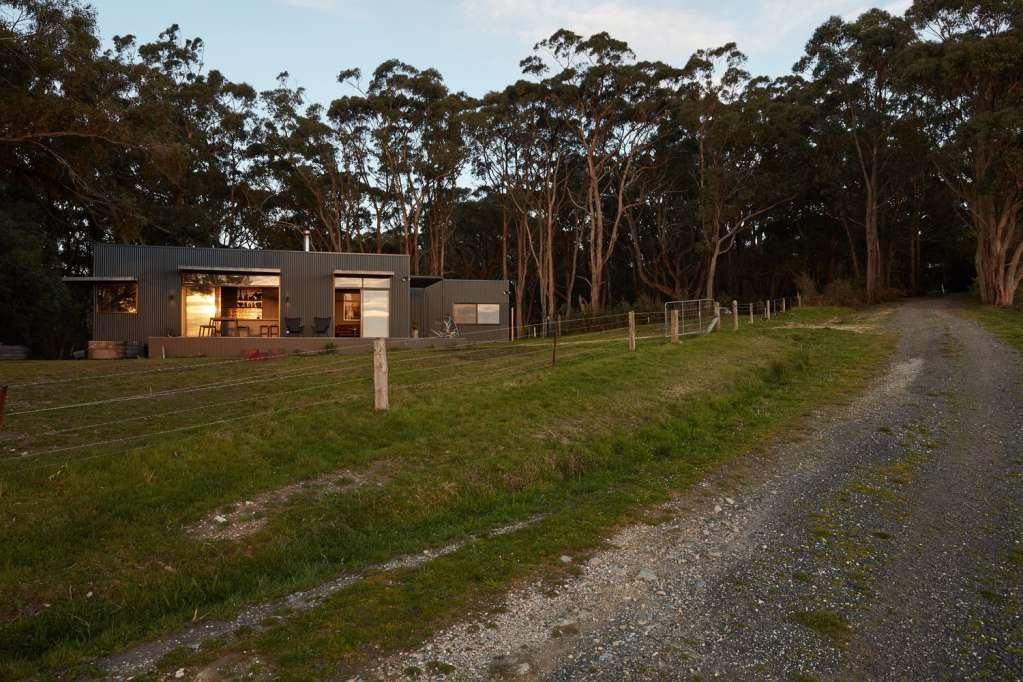 Fish Creek House nằm trên một con đồi rời xa ồn ào của thành thị