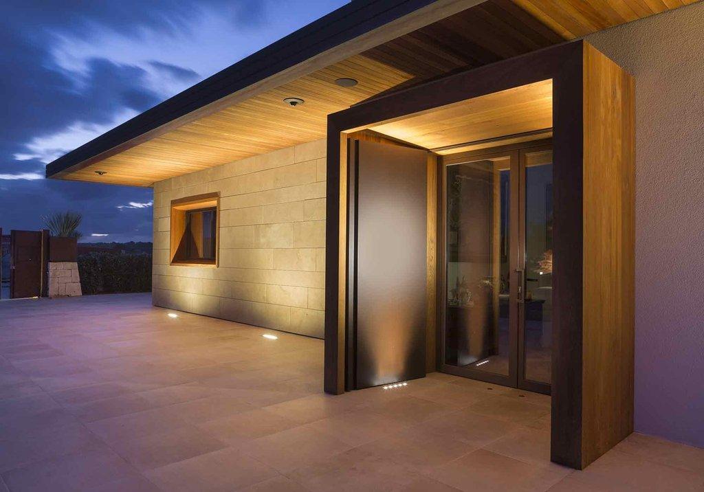 Gam màu phù hợp cho gạch ốp cổng là yếu tố khá quan trọng bởi đây là điểm nhấn giúp công trình ngoại thất