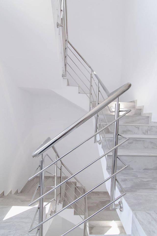 Gạch ốp cầu thang hợp phong thủy