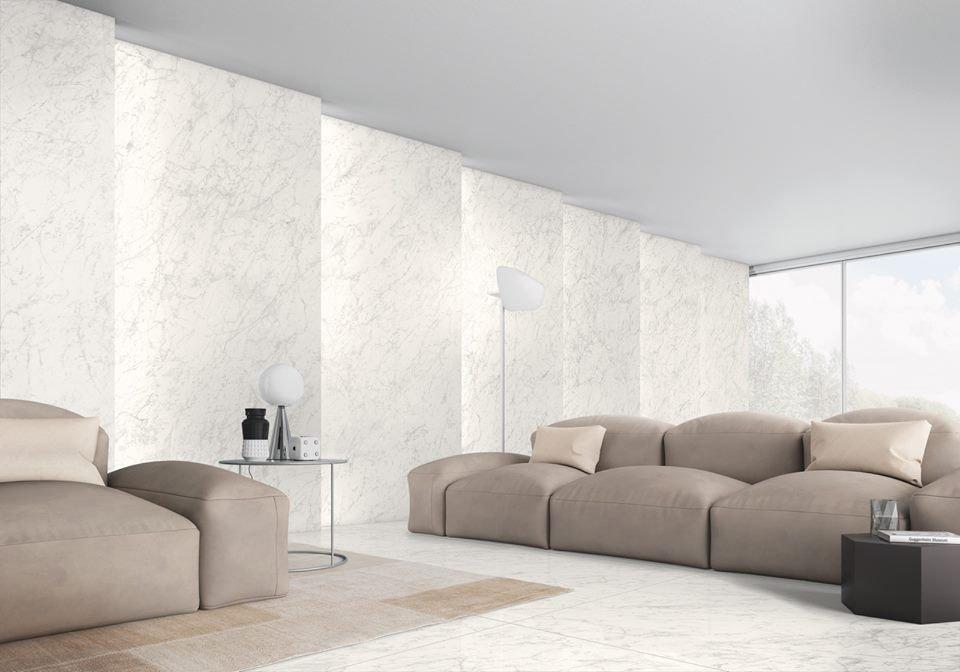 Gạch ốp tường khổ lớn cho phòng khách