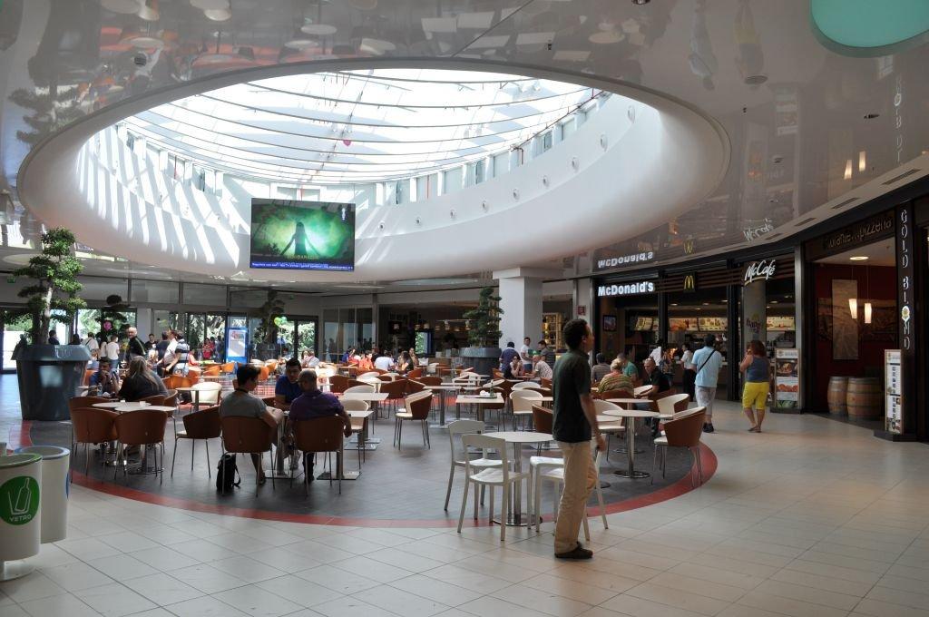 Gạch ốp lát Loft được sử dụng cho dự án trung tâm thương mại La Cartiera