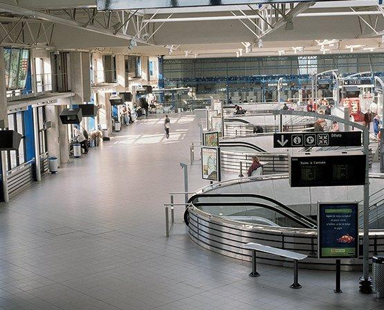 Không gian công cộng sử dụng gạch kháng khuẩn