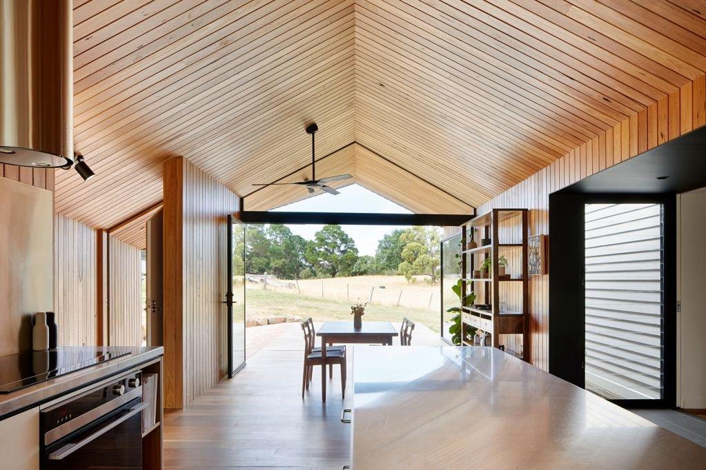 Không gian trong nhà được thiết kế liền kề với bên ngoài