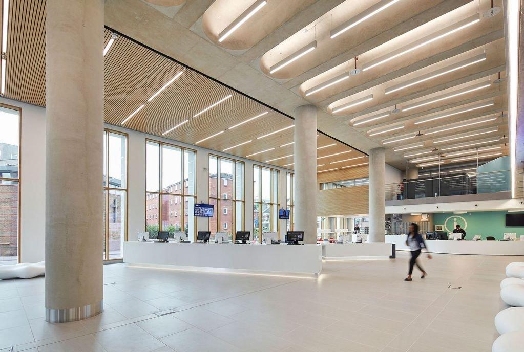 Sàn nhà của dự án thiết kế đơn sắc tạo ra sự rộng khắp