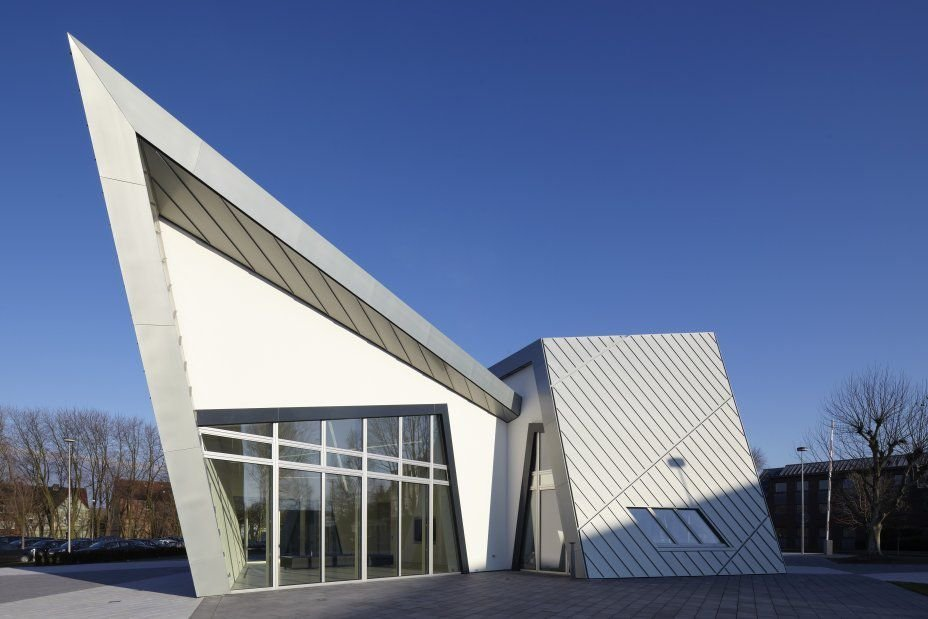 Thiết kế bất đối xứng hai đỉnh của tòa nhà