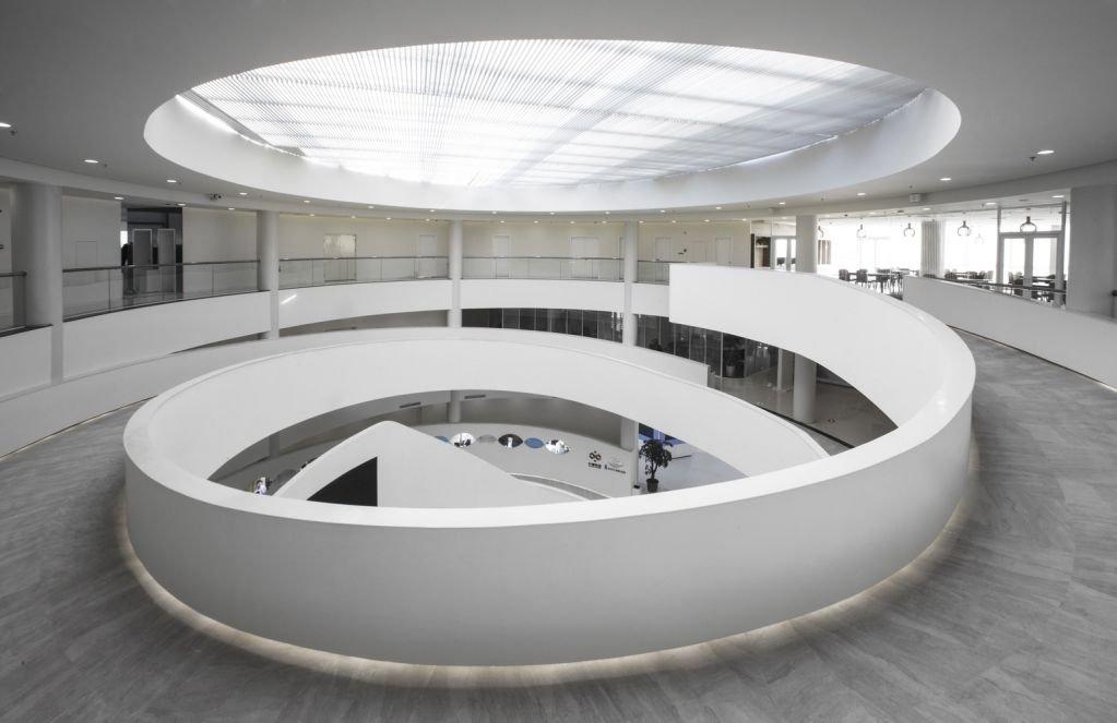 Thiết kế mái của tòa nhà ấn tượng